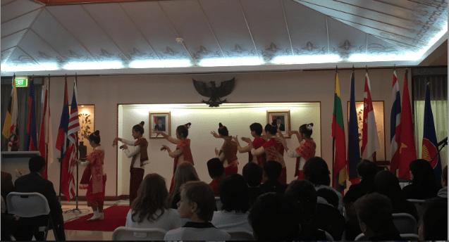 2015-05-16 ทูตแคนเบอร่า นักเรียอาเศียน3