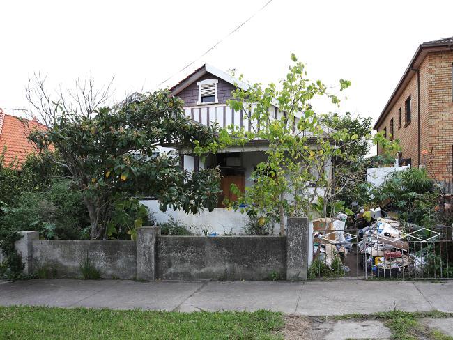 บ้านสะสมขยะแห่ง Bondi ในช่วงเริ่มกลับมาสะสมขยะอีกครั้ง : ภาพชั่วคราวจากนสพ. the Telegraph