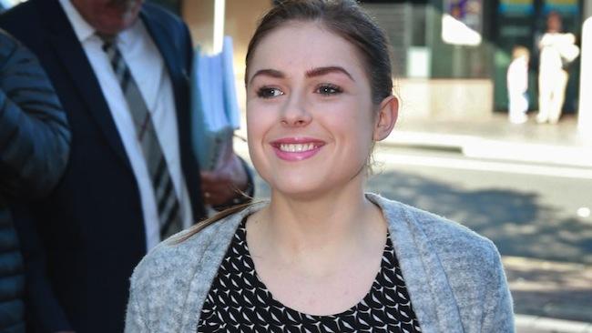น.ส. Christine Sawyer ยิ้มร่าหลังจากไม่ถูกตัดสินจำคุก : ภาพจากนสพ. the Telegraph