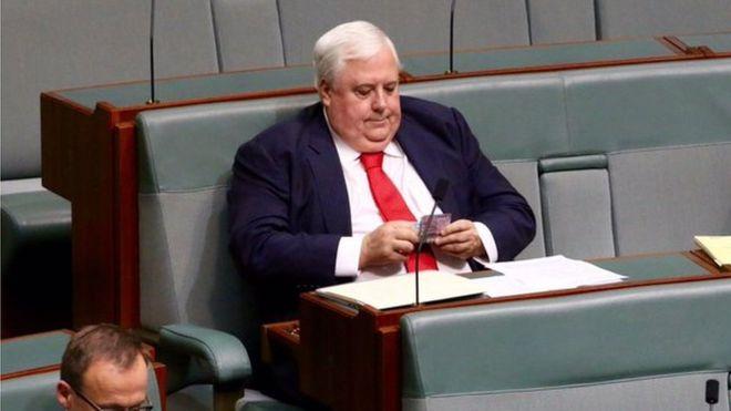 นาย Clive Palmer ขณะทำหน้าที่ในสภาล่าง : ภาพจากสำนักข่าว BBC