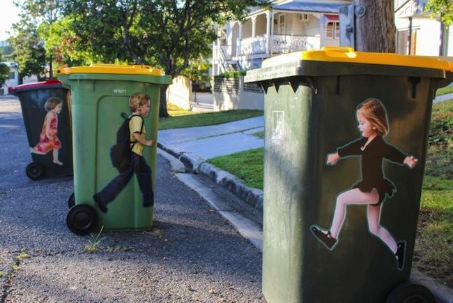 สติ๊กเกอร์ภาพเด็ก ในลักษณะถังวางกลับหัวกลับหางแสดงว่ารถเก็บขยะของเทศบาลน่าจะมาเก็บขยะไปแล้ว : ภาพจาก ideaspies.com