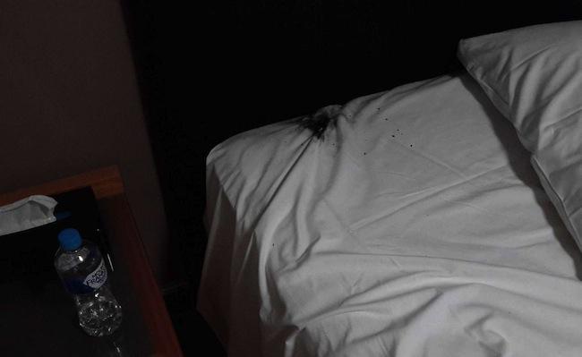 รอยไหม้บนเตียงที่เกิดจากโทรศัพท์ Samsung Galaxy Note 7 ระเบิด : ภาพจากนสพ. the West Australian