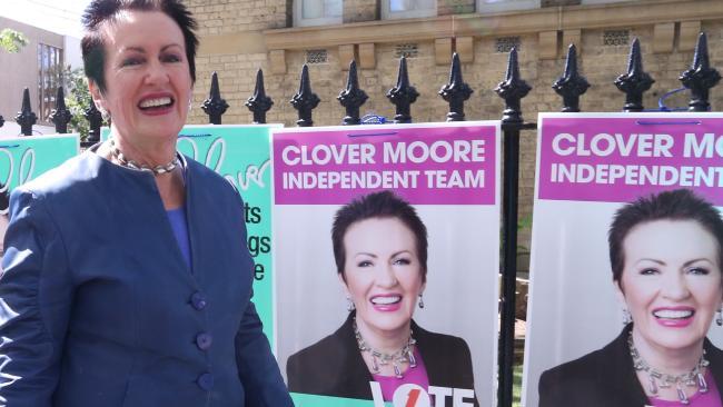 นาง Clover Moore ขณะหาเสียง : ภาพชั่วคราวจาก news.com.au
