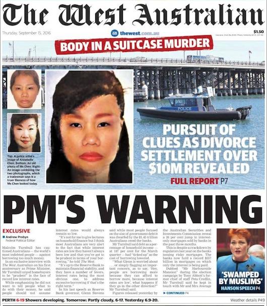 """นสพ. The West Australian ฉบับ 15 ก.ย. 2016 พาดหัวข่าว """"คดีศพในกระเป๋า"""" พร้อมกับการนำใบหน้าจำลองจากคอมพิวเตอร์มาใส่ที่ภาพของผู้ตาย ซึ่งพยานหลายคนกล่าวว่ามีความเหมือนกับเธอตอนก่อนเสียชีวิตมากกว่ารูปถ่ายของเธอ"""