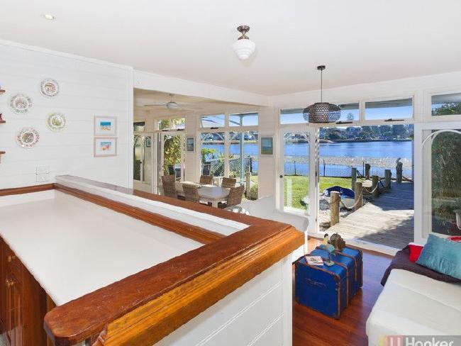 สภาพภายในตัวบ้านของนาง Julie Maxwell ที่ย่าน Narrabeen บ้านนี้ยกให้ฟรี : ภาพชั่วคราวจากนสพ. The Telegraph