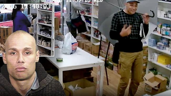 ภาพเหตุการณ์ชายถือร่มเข้ามาในร้าน และมุมซ้ายคือภาพของเขาหลังถูกตำรวจเข้าจับกุม : ภาพจากนสพ. The Telegraph