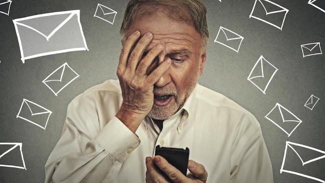 ผู้อาวุโสกับสมาร์ทโฟน : ภาพจากนสพ. The Mercury News