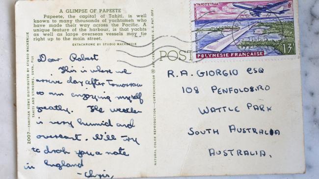 ภาพด้านหลังของไปรษณียบัตร : ภาพจากนสพ. The Advertiser