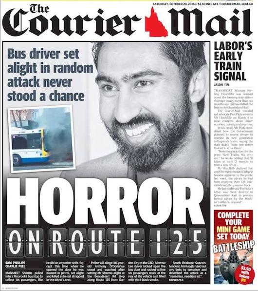 """นสพ. The Courier Mail ฉบับ 29 ต.ค. 2016 """"เหตุน่าสะพรึงกลัวบนสาย 125"""" พนักงานขับรถบัสถูกจุดไฟเผาทั้งเป็นโดยไม่มีโอกาสหลบหนี"""