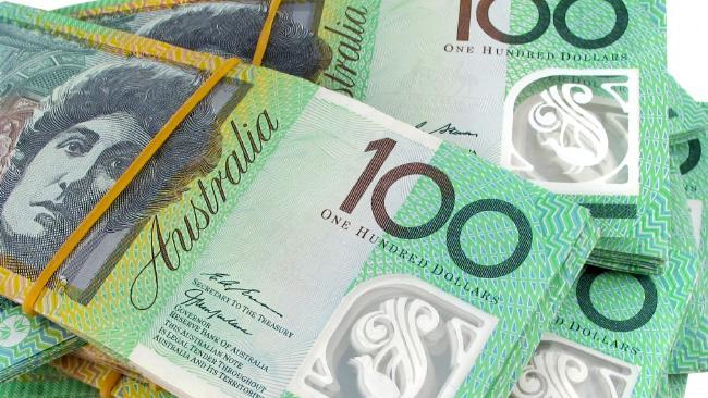 ธนบัตรชนิดราคา 100 เหรียญกำลังเผชิญต่อการถูกเลิกใช้ : ภาพจากนสพ. The Australian