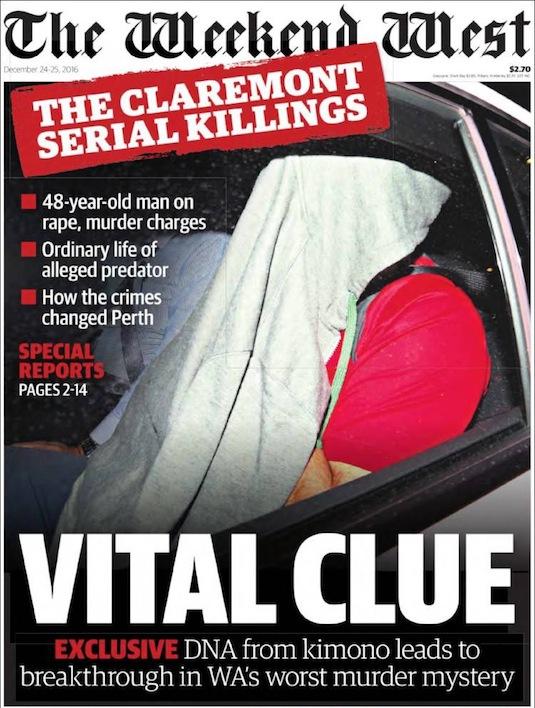 """นสพ. The West Australian ฉบับ 24 ธ.ค. 2016 พาดหัวข่าว """"การฆาตกรรมต่อเนื่อง Claremont - เงื่อนงำสำคัญ DNA จากกิโมโนนำไปสู่การไขปริศนาคดีฆาตกรรมที่เลวร้ายที่สุดของรัฐ WA"""" ผู้ชายเสื้อแดงคือนาย Bradley Edwards ผู้ต้องหา"""