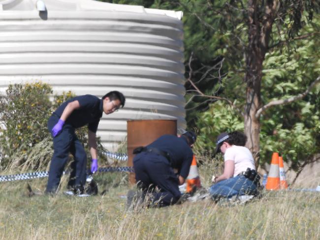 ตำรวจกำลังตรวจค้นรอบพื้นที่ที่อยู่อาศัยของนาย Haisem Zahab  ที่เมือง Young : ภาพชั่วคราวจากนสพ. The Telegraph