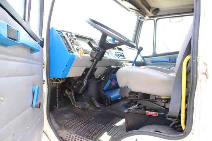 3126 Caterpillar Fuel Filter Truck Freightliner Fl70 2003 Sleeper Semi Trucks