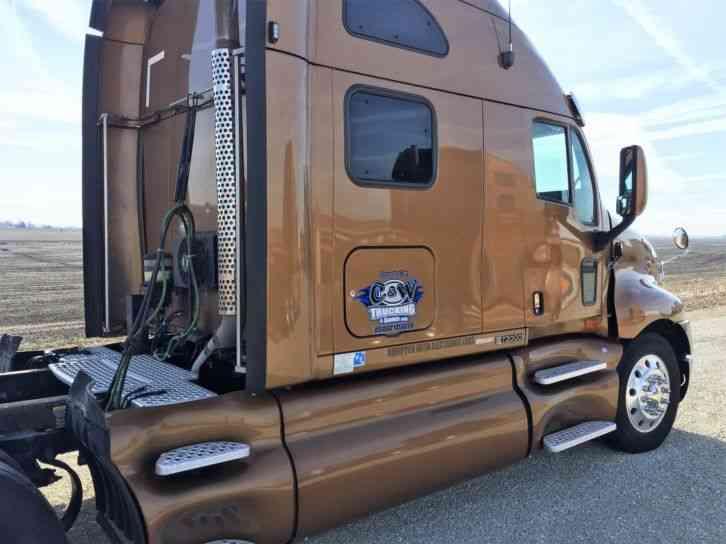 Kenworth T2000 2006  Sleeper Semi Trucks