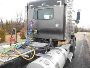 Kenworth T800 Truck Tractor, Wet kit (2011) : Daycab Semi