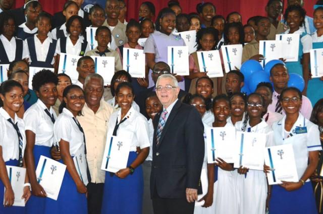 https://i0.wp.com/jis.gov.jm/media/thwaites-Kiwanis-Youth-Awards-Ceremony-118-640x425.jpg