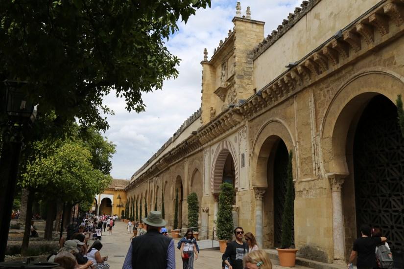Mezquita-exterior street
