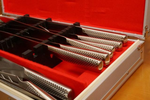 グローバルの包丁の柄と刃は一体成型で衛生的
