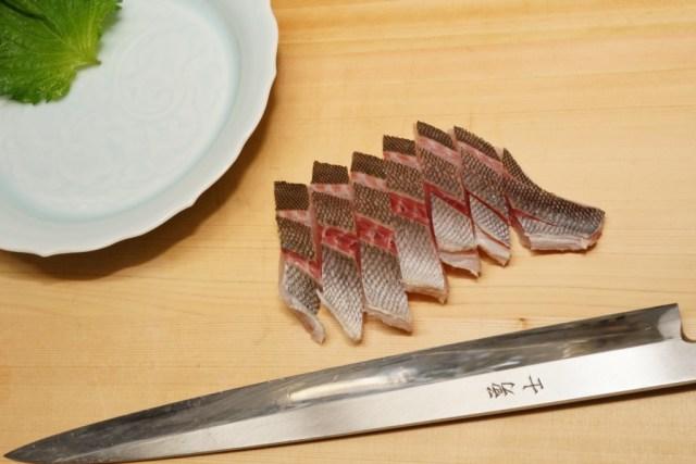 イサキの湯霜造りの切り方