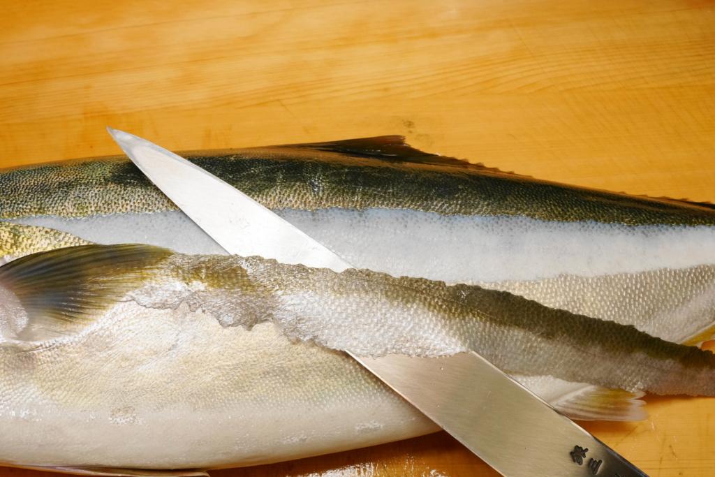 ウロコが細かい魚のウロコは梳き引きで取る