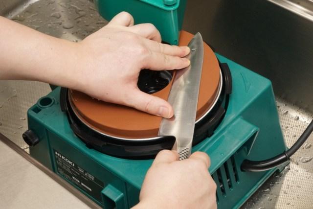 水研ぎができる刃物研磨機、HiKOKI(ハイコーキ)のGK21s2で楽々包丁研ぎ!
