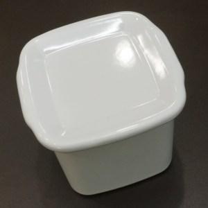 塩や酸にも強く、匂い移りも少ない琺瑯の保存容器!野田琺瑯のWhite Series「スクウェアL琺瑯蓋付」がオススメ!(WSH-L)