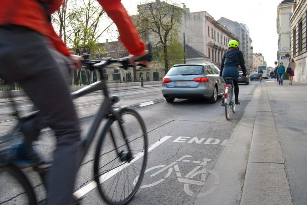 クロスバイクを手に入れれば、行動範囲が広がってもっと街を自在に移動できる