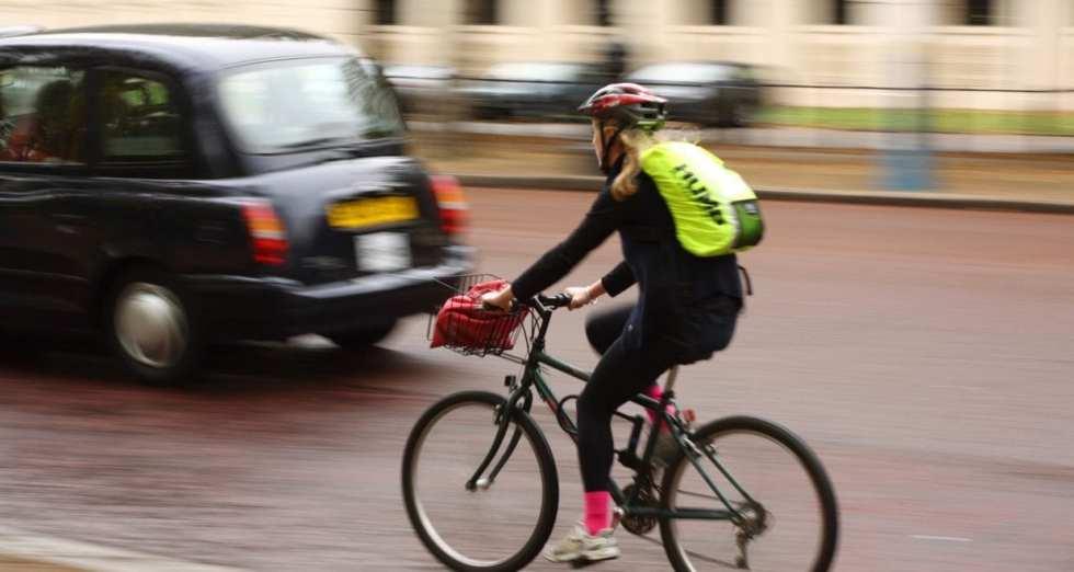 自転車先進国ロンドンでも通勤はクロスバイクの人も多い