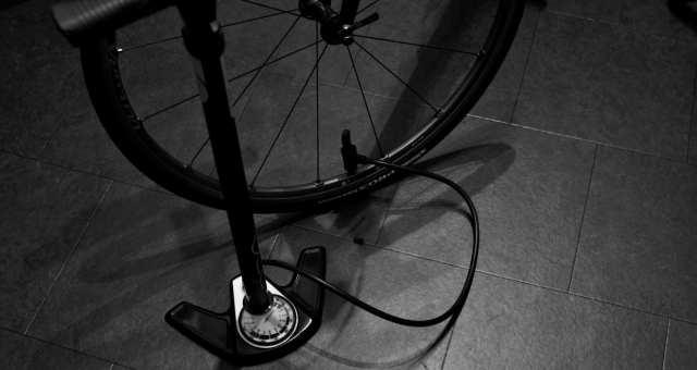 現役自転車メカニックが教える!空気入れの選び方と空気の入れ方