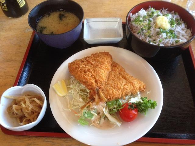 しらす丼とアジフライ(2枚)で998円