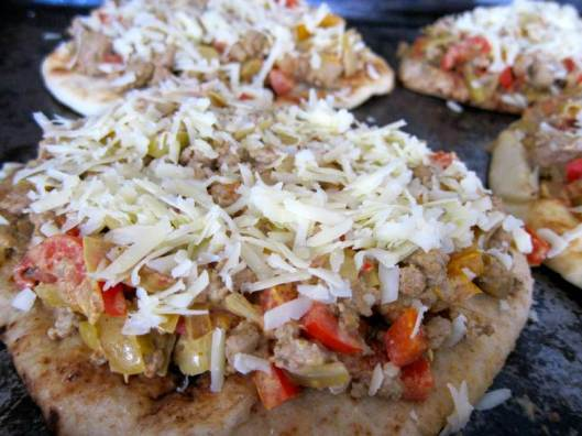 turkey, turkey recipe, turkey curry pizza, pizza, curry pizza, naan pizza, curry naan pizza, turkey curry naan pizza, pizza, easy pizza, recipe, recipes, easy pizza recipe, contest, turkey contest, jittery cook pizza, jittery cook naan pizza