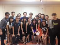 摄于2015年3月——南大华中帮,初中同窗三年,高中三年,甚至还同校十至十六年的这群朋友,还是未来在会在新加坡打拼马劳一族,人生中可以遇到这么溪水长流的友谊,说实在的,我觉得很幸运,至少我们不会因为时间的积累而愈加冷漠。认识了新朋友,还是很高兴还有这群命运被系在一块的老朋友!