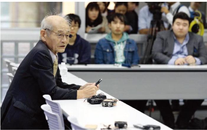 名城大学の大学院生に講義する吉野教授(資料)日本経済新聞、読売新聞