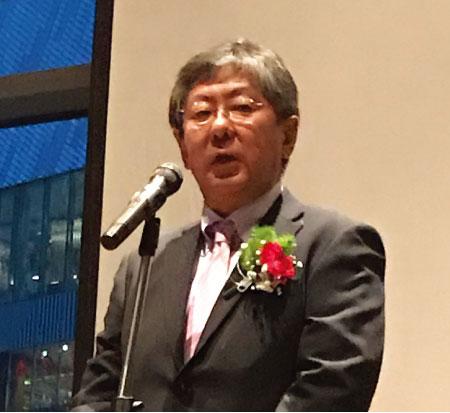 歓迎会でスピーチを行う梨田和也大使