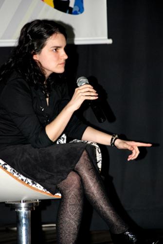 A Consultora Marina Cézar em Palestra durante o Moda Insights edição 2008 falando sobre Cool Hunting