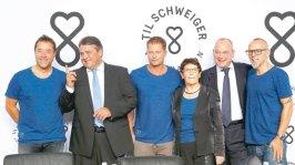 """Til Schweiger sagt: """"Nicht reden, handeln."""" Er grüdet zusammen mit prominetnten Helfern die 'Til Schweiger Foundation', die sich am 17. September in einer Pressekonferenz der Öffentlichkeit stellt. Foto: http://www.morgenpost.de/berlin/leute/article205744053/Startschuss-fuer-Til-Schweigers-Stiftung-fuer-Fluechtlinge.html"""