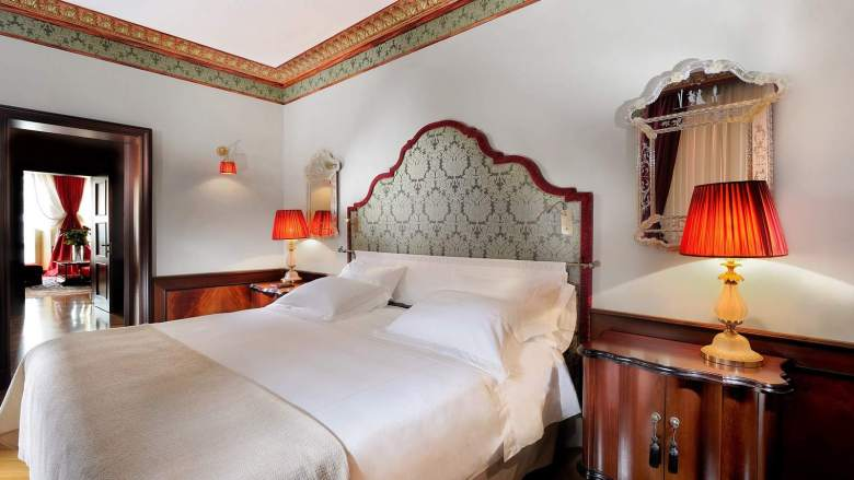 lux72gr-105979-Lagoon-View-Suite-Bedroom---Palazzo-Danieli-Excelsior
