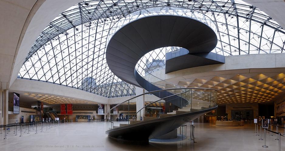 louvre-hall-napoleon-escalier-helicoidal-vue-interieure-de-la-pyramide