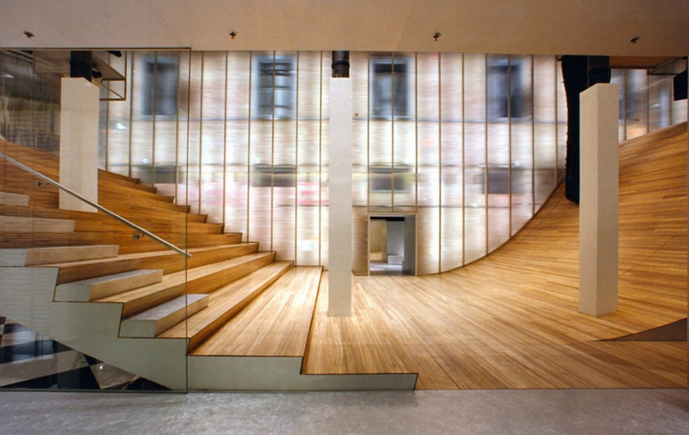 008 PRADA_NY_by_Rem_Koolhaas_and_Ole_Scheeren-¬OMA_01