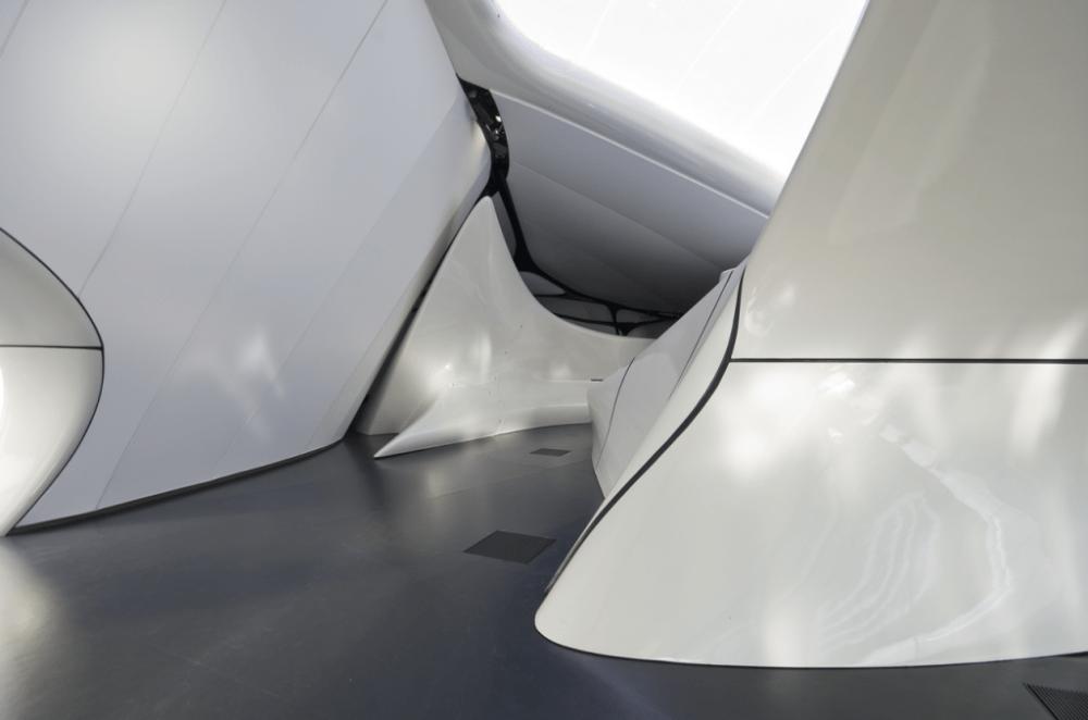 Zaha-Hadid-Chanel-Mobile-Art-Pavilion-3-1024x678