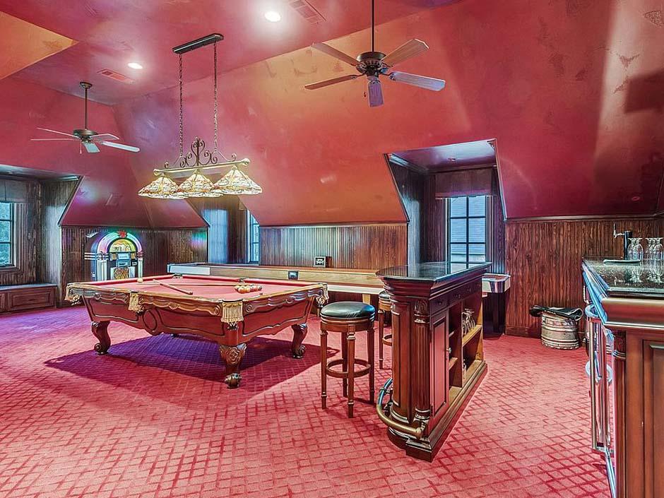 selena-gomez14-game-room