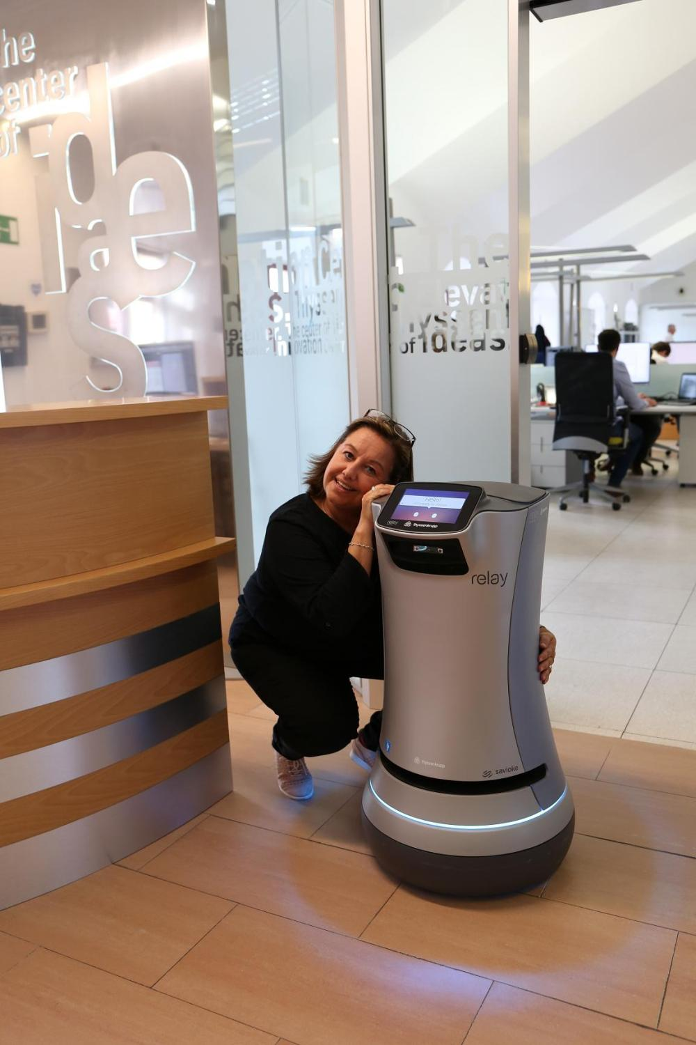 9 4 Robot with friendly employee