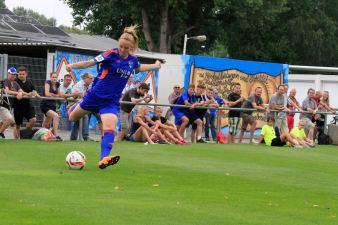 Annalena Rieke im internationalen Testspiel gegen Standard Luettich; Foto: FF USV Jena