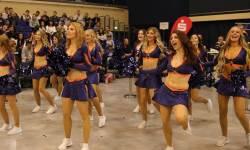 Svea ist die blonde Tänzerin vorne-Mitte-links; Foto von Sylvia Funk