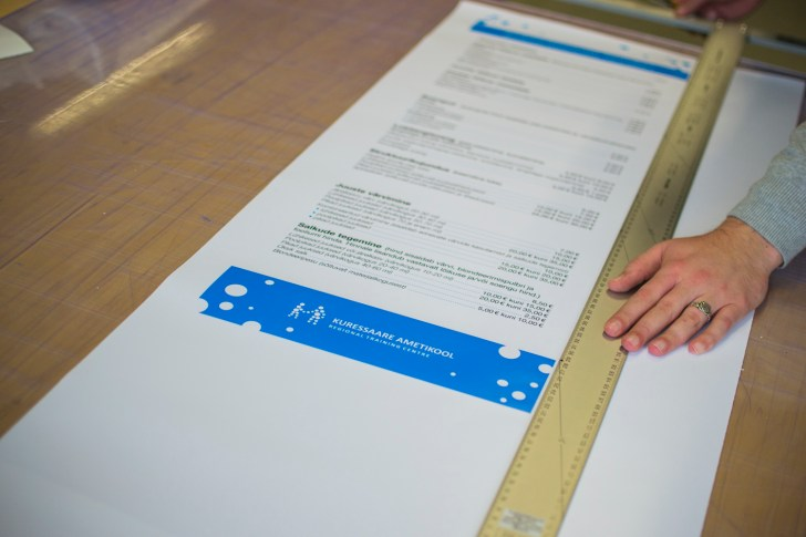 Cutting out the price list