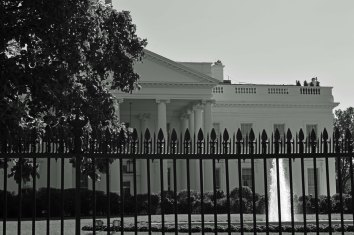 the-black-and-white-house