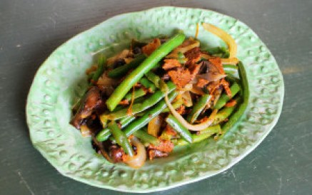 Green Beans and Bacon {Vegan} | JL Fields | JLgoesVegan.com