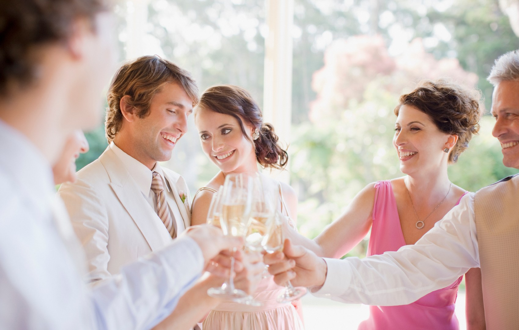 5 Ways To Meet Someone When Going To A Wedding Alone Jlife