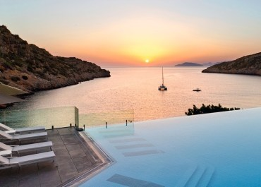 JLM Travel - Daios Cove - piscine au bord de l'eau