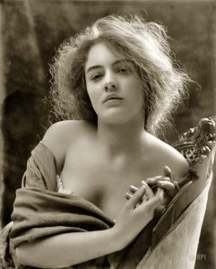 Thisbe-1900